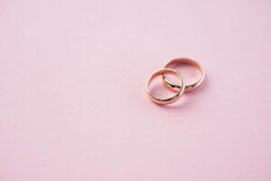 Obrączki ślubne – stylowy znak miłości małżeńskiej